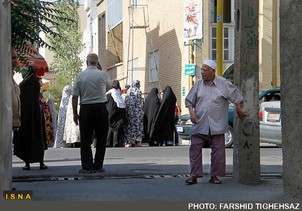 people-in-tabriz-after-quake-3